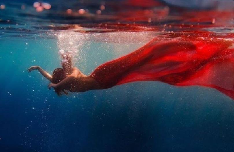 plongeuse en rouge